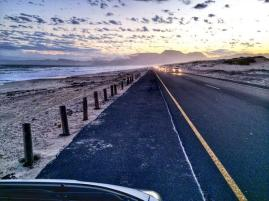 Andrea Rees (@wanderingiphone) in South Africa finds comfort in this commute each day, and we can't really blame her: pic.twitter.com/xOZlZEQRDE