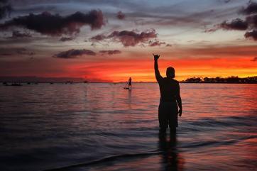 It's hard to beat those Hawaiian sunsets! @BlueHawaiiPhoto shot this one to remember: https://twitter.com/BlueHawaiiPhoto/status/547128326704205824/photo/1