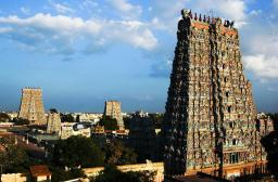 @easytoursofasia of the USA posted this neat from-atop perspective of Indian temples: http://ow.ly/i/55di9/original
