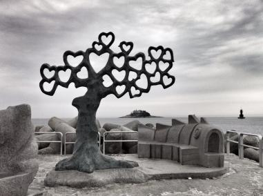 "Joseph (@Allophile) of the USA ""won"" our love-themed #travelpics chat with this amazingly fitting heart tree in South Korea: pic.twitter.com/VZei96l17S"