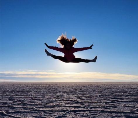 Kimberly Davies (@KimmieDavies) of Canada loves silhouettes and jumping, so when she got to the Uyuni Salt Flats in Bolivia, she was inspired to do quite the split jump, it appears: https://twitter.com/KimmieDavies/status/519211024625328128/photo/1