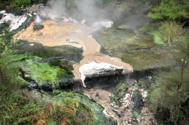 Would you ever see this landscape in a city? Marie-France Roy (@bigtravelnut) of Canada found this geothermal park in New Zealand: https://twitter.com/bigtravelnut/status/536980940900163584/photo/1