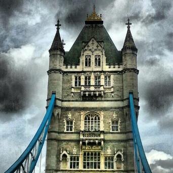 Melissa (@melbtravel) of the UK used the picart app to edit this cool photo of the famouse London tower: pic.twitter.com/4KXeiLRIgP
