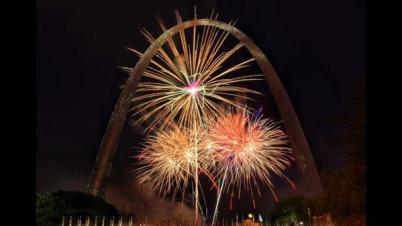 The roadtrip couple (@RoadtripC) of the USA proudly mastered photographing fireworks in St. Louis. Nice! https://twitter.com/RoadtripC/status/486227396819812352/photo/1