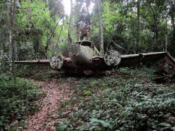 Co-host Savannah Grace (@Sihpromatum) of Holland found a hidden plane in the Suriname jungle. Overlooked, no? http://t.co/dCnqwbfbyY