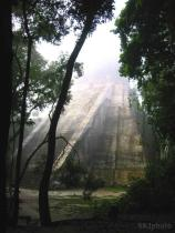 Shara (@SKJtraveler) of the USA caught some mysterious light at Tikal, Guatemala: pic.twitter.com/xXOO4tsBUX