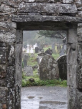 Suzanne (@philatravelgirl) of the USA got a lovely framing of this cemetery in Ireland: pic.twitter.com/vsmSKSilL8