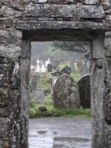 Suzanne (@philatravelgirl) of the USA got a lovely framing of this cemetery in Ireland: pic.twitter.com/vsmSKSilL8