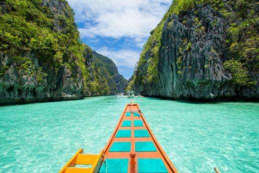 Vic (@victreks) of the USA found the movie filmed in the Philippines to be quite inspirational. I'm just in love with the colors! https://twitter.com/victreks/status/519215063563907072/photo/1