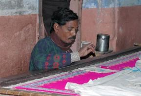 Viktor (@iamvagabond) of the USA photographed this intricate and time-consuming weaving process while in India: https://twitter.com/iamvagabond/status/509061620484411393/photo/1