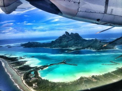 @Wandalusta caught this pretty beautiful shot over Bora Bora. Yes, I'm jealous: https://twitter.com/WandaLusta/status/531909478288211968/photo/1