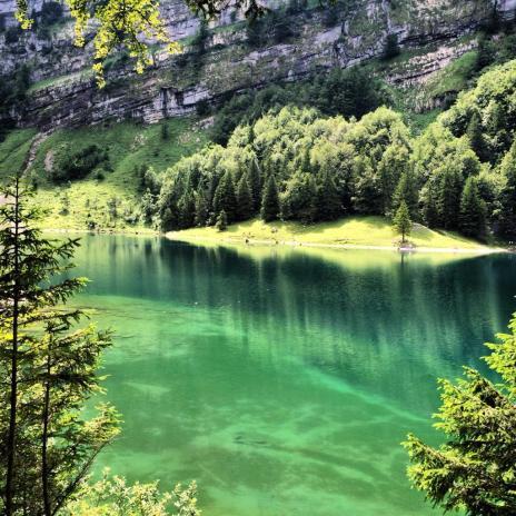 Hannah Marsala (@heelshikngboots) of Spain caught this amazing waterscape in Switzerland: https://twitter.com/heelshikngboots/status/542052702491254784/photo/1