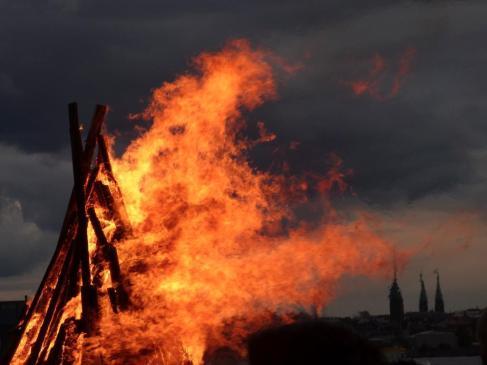 Mirka Kallio (@Reasonseasons) of Finland took this awesome bonfire shot during a cold winter night: https://twitter.com/Reasonseasons/status/544586536394964993/photo/1